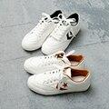 Envío Libre caliente 2017 nueva primavera de la moda las mujeres zapatos casuales PU transpirable Corea Del estilo simple de las mujeres casuales zapatos blancos zapatillas de deporte