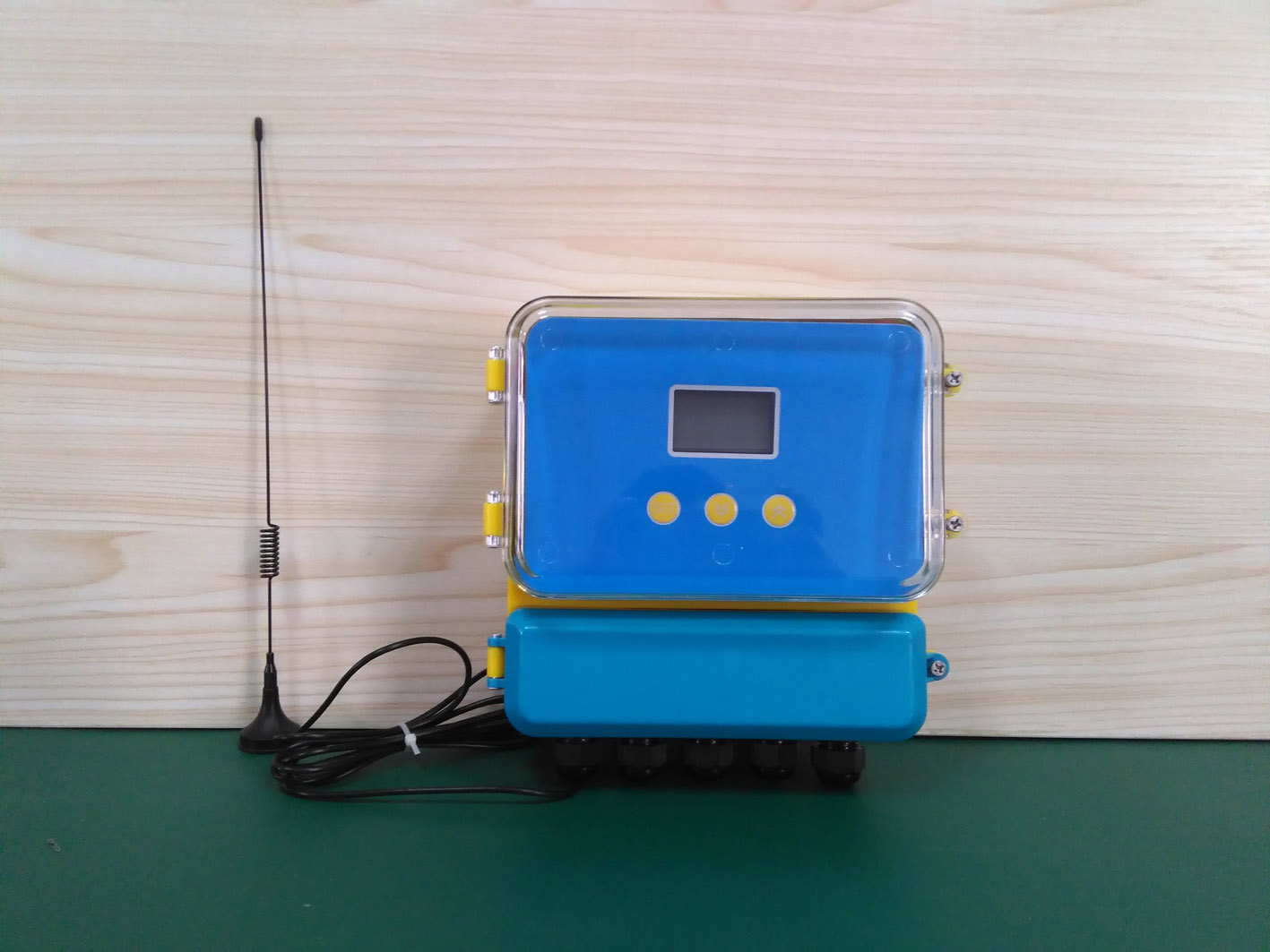 GPRS Mobile Phone Signal Transmission Of Wireless Ultrasound Level Meter (with Background Server Software)