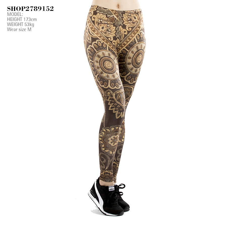 Сексуальные длинные женские ножки в обтягивающих штанах фото 203-870