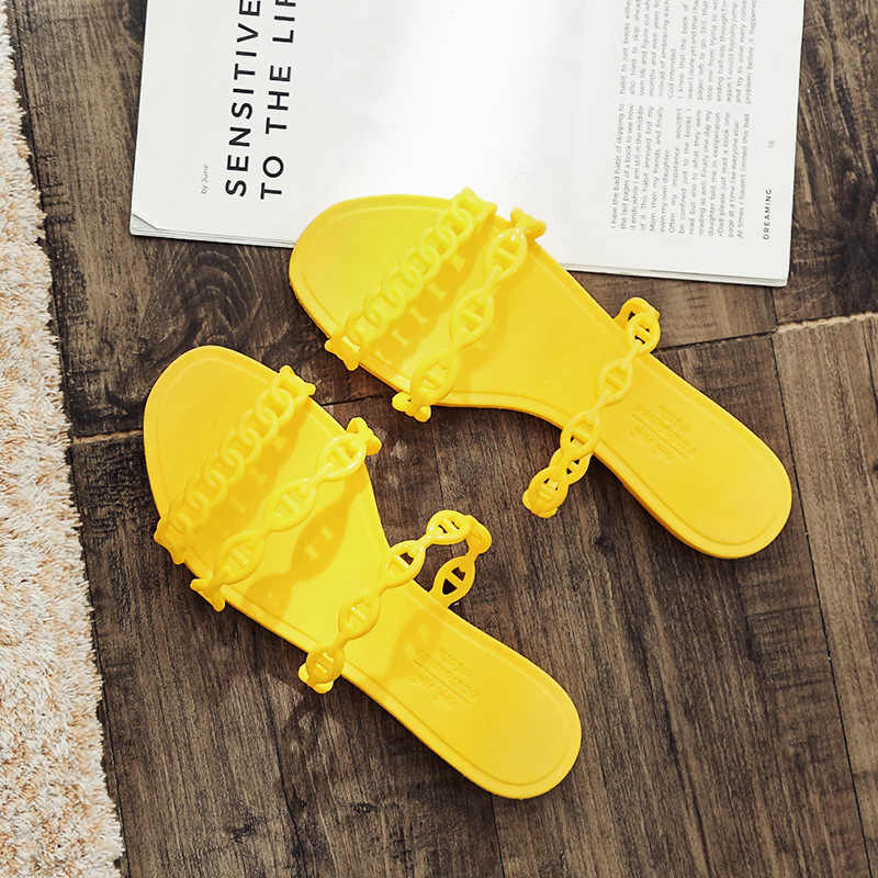Explosion female summer fashion wear Korean version of the outdoor student flat bottom three belt beach word sandaling.