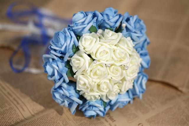 2017 25 Foto Baratos de La Boda/la Dama de honor Nuevo White & Blue Rose Nupcial Hecho A Mano Artificial ramo Ramos de mariage de la boda