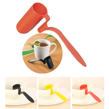 цена на 1Pc Tea Strainer Herbal Spice Infuser Filter Clip-On Teaspoon Shape Colander Tea Strainers Teaware Supplies