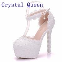 크리스탈 여왕 흰색 레이스 꽃 신부 신발 14 센치메터 높은 뒤꿈치 라운드 발가락 웨딩 펌프 발목 스트랩 여성 샌들 들러리 신발