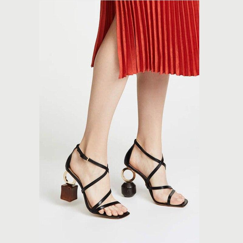 Ayakk.'ten Yüksek Topuklular'de Yenilik Yapı Taşı Topuk Gladyatör Sandalet Kadın Ayak Bileği Kayışı Kare Açık Ayak Asimetrik Topuk Podyum Yaz Sandalias'da  Grup 3