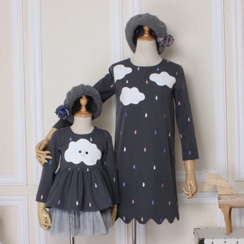 2017 newest mother daughter matching dresses Women kids girls big sister little sister Patch White clouds Embroidered raindrops