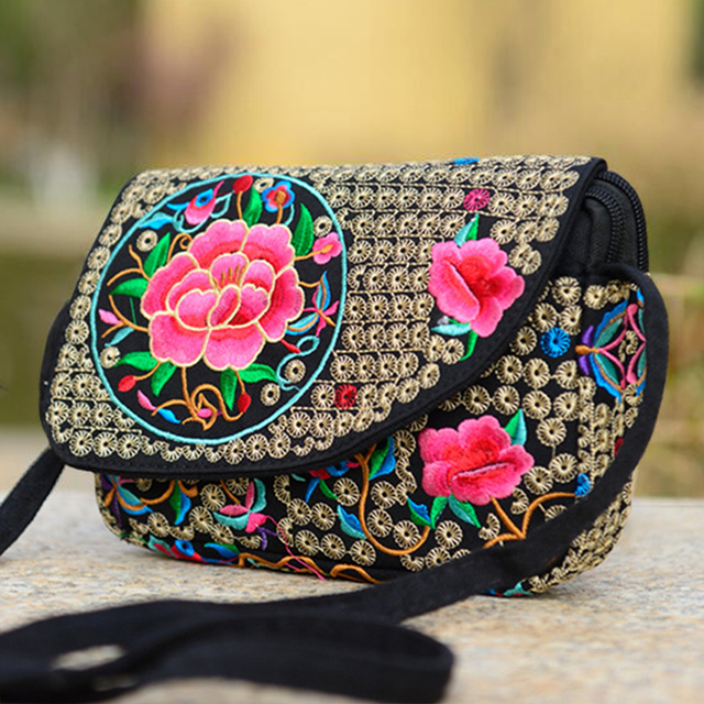 2018 Ethnic Vintage Embroidered Canvas Cover Shoulder Messenger Bag Chinese Hmong Handmade Small Crossbody Bag Sac a Dos Femme