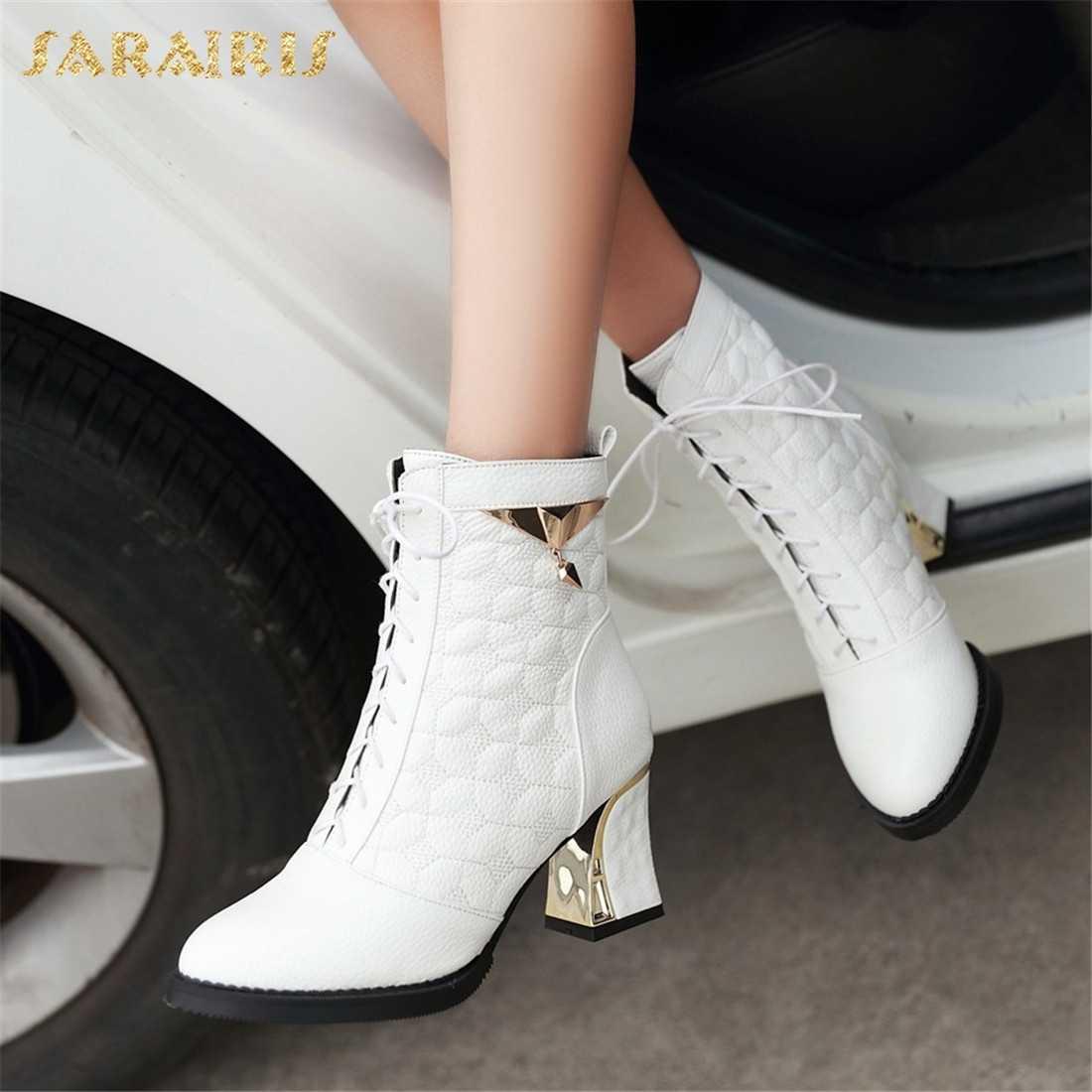 SARAIRIS Artı Boyutu 34-48 Kare Yüksek Topuklu Lace Up Çizmeler Kadın Ayakkabı Sıcak Satış Metal Dekorasyon Ayakkabı Kadın yarım çizmeler