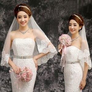 النساء 150 سنتيمتر الزفاف قصيرة الزفاف الحجاب الأبيض طبقة واحدة الدانتيل زهرة حافة يزين