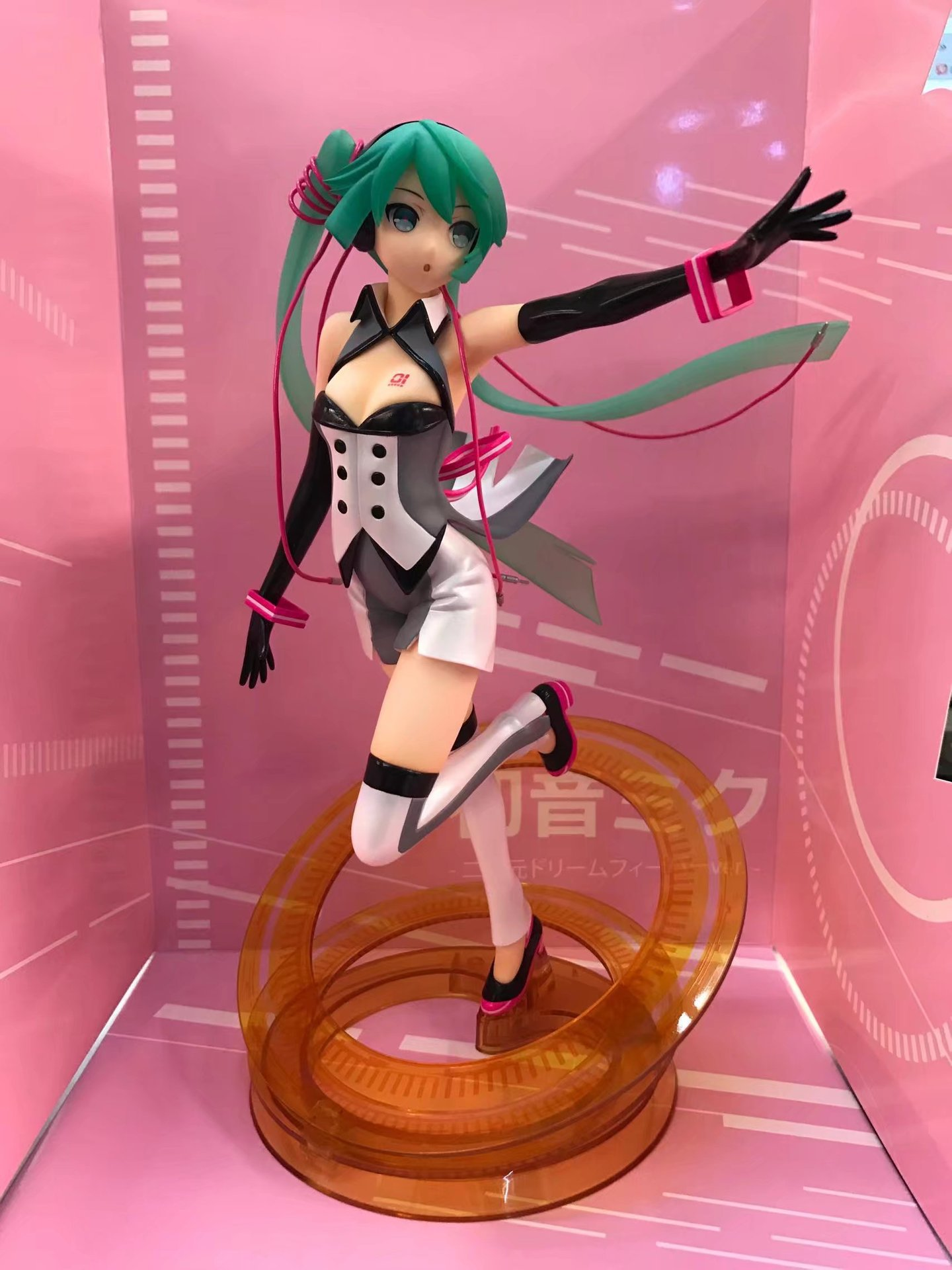 Anime Vocaloid Hatsune Miku Nijigen Dream Fever Ver. 1/7 Scale Complete PVC Action Figure Collectible Model Toy 21cm KT3807 shfiguarts batman injustice ver pvc action figure collectible model toy 16cm kt1840
