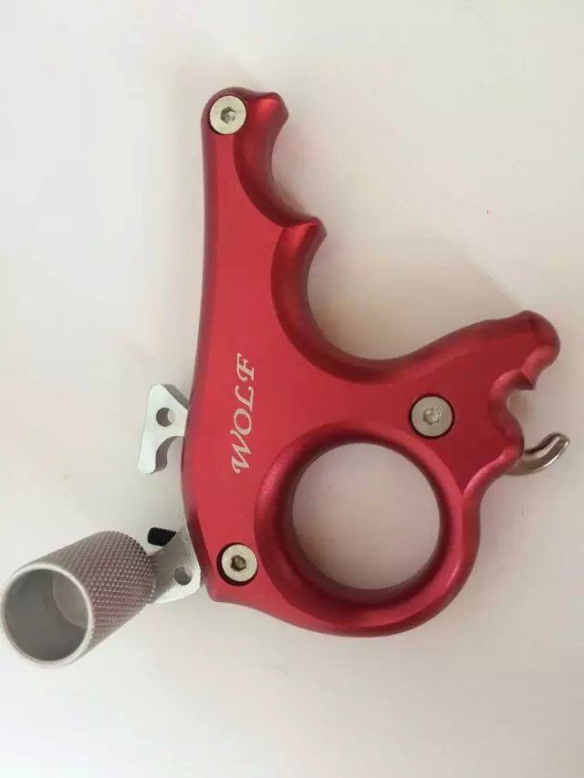 цена на Free shipping 3 finger grip Caliper Release aid for compound bow hunting and archery