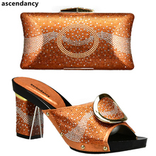 85eae38d1c0ec جديد اللون البرتقالي الأحذية الايطالية و الحقائب لمطابقة الأحذية مع حقيبة مجموعة  مزينة حجر الراين النيجيري
