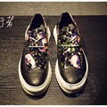Street Dance Men Shoes Luxury Brand Loafers Hollow Out Totem Cow Split Mens Shoes Sales Patent Leather Hologram
