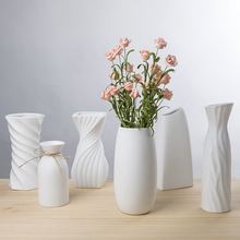 Modern Fashion white Ceramic Flower Vase Home Decoration  Ceramic Small Vases Wedding Home Decoration Tabletop Vase european ceramic vase creativity simple and modern style tabletop white vases high quality handmade wedding home decor crafts