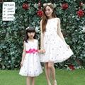 Вышитые цветочные мать дочь платье новый летнее платье без рукавов жилет девушки цветы дети хлопок семьи соответствующие наряды