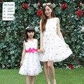 Bordado Floral mãe filha vestido novo vestido de verão sem mangas colete flores meninas crianças algodão família mesma roupa