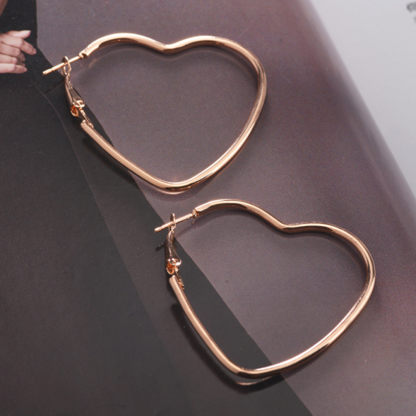 New Fashion Hollow Peach Heart Earring Metal Plating Ornaments Simple Dangle Earrings For Women Copper Brincos Jewelry