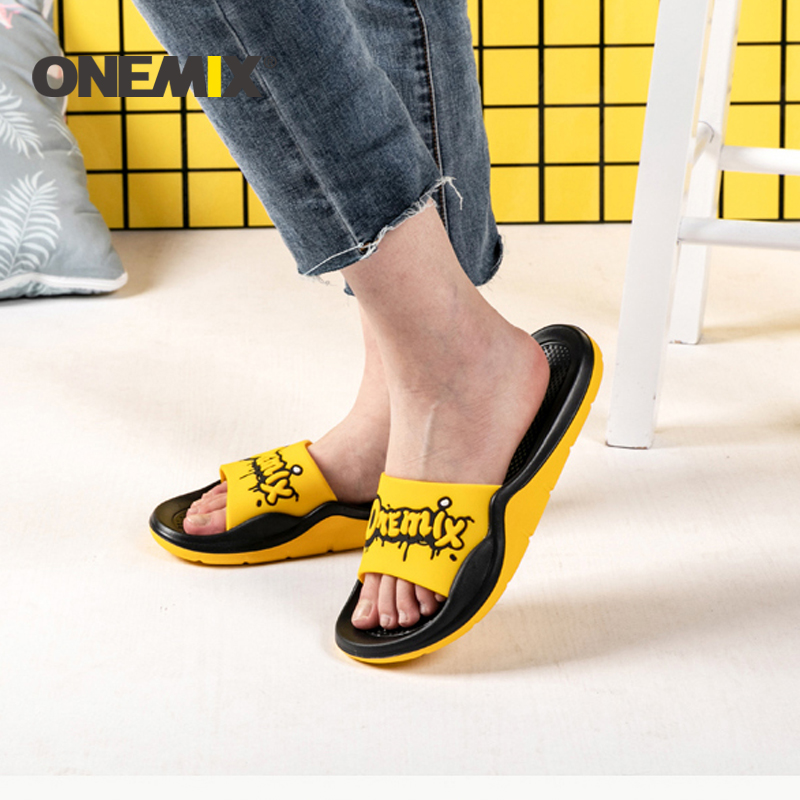 ONEMIX 2019 Summer Unisex Beach Sandals Men Wading Flats Shoes Personality Graffiti Skin-Friendly Indoor Outdoor Slippers Men
