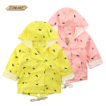 Retail 2016 Spring New Baby Girls Thin Cotton Jacket Coat Child Hooded Little Feet Printed Double-breasted Fashion Windbreaker