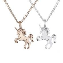 648c40aff7bc De aleación de moda unicornio caballo de oro plata colgante de collar para  las mujeres Cadena de clavícula chica de playa joyerí.