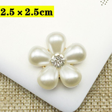 купить 30Pcs/set Flower Faux Pearl Rhinestone Buttons 3 Designs Crystal Metal Scrapbooking Sewing Suppies Free Shipping дешево
