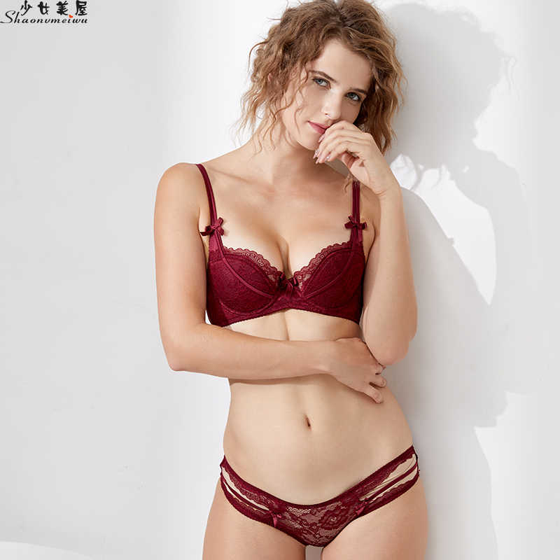 b2f0df40561 Shaonvmeiwu Red benmingnian European and American sexy thin cup lace  complete set underwear bra set gathered