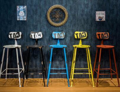 La sedia di un bar americano ristabilisce i sensi antichi ferro