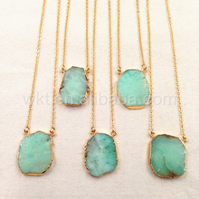 WT N753 Verde naturale di pietra pendente della collana di modo grezzo chrysoprase pietra del pendente della collana con finiture in oro catena per la ragazza