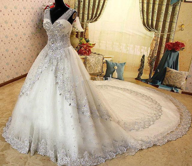 9011 Cheap Princess Luxury Wedding Dresses Bridal Gowns Designer Dress Clear Crystals Beads Hand Work Latest