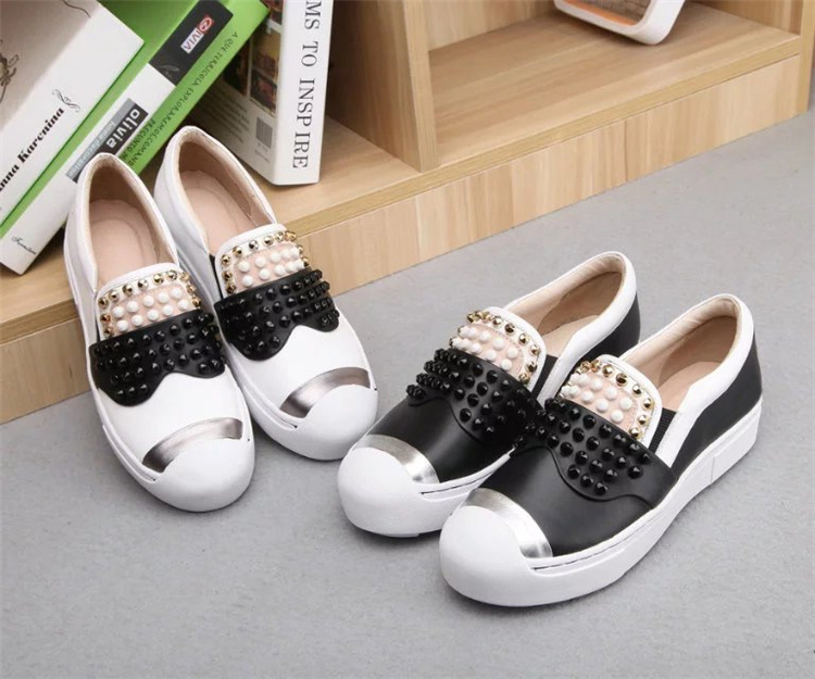 2017 Top Selling Spring Autumn Shoes Women Round Toe Casual Shoes Fashion Patchwork Rivets Embellished Outdoor Flat Shoes