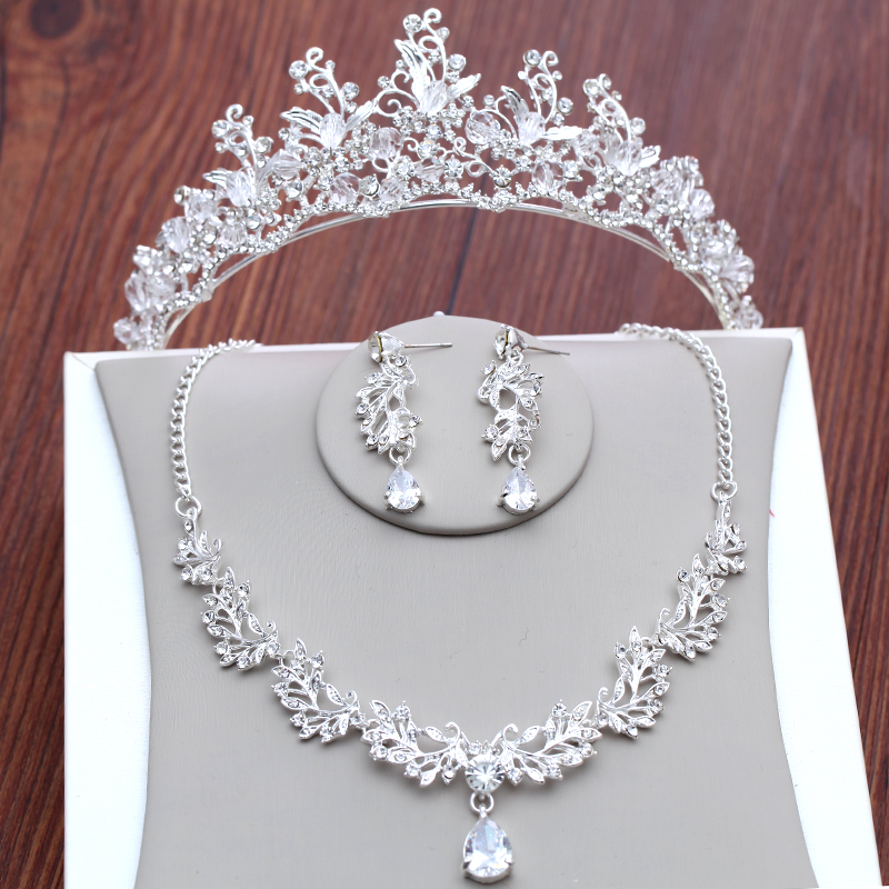 Cheap Silver Hair Jewelry Set With Crowns Necklace Earrings 2018 Diamond Rhinestone Tiaras Headpieces Party Bridal Flowers