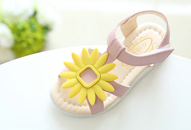 de8d7bee7f1af 2017 New Baby Girls Summer Beach Sandals Sunflower flower design Girls  Princess Slippers Kids Casual Single Girls Sandals