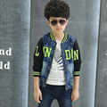 De gama alta de otoño boy patchwork moda azul denim escudo slim jeans contraste chaqueta vaquera impreso alfabeto bebé ropa con cremallera
