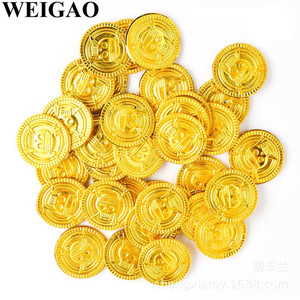 WEIGAO 50Pcs Pirate Treasure Plastic Coin Props Gold Skull Coin For Halloween Party Cosplay Props Kids Party Toys Treasure Coins(China)