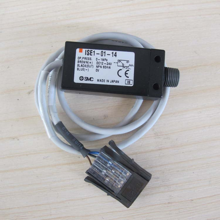 NEW JAPAN SMC GENUINE PRESSURE SWITCH ISE1-01-14 brand new japan smc genuine pressure switch ps1100 r06l