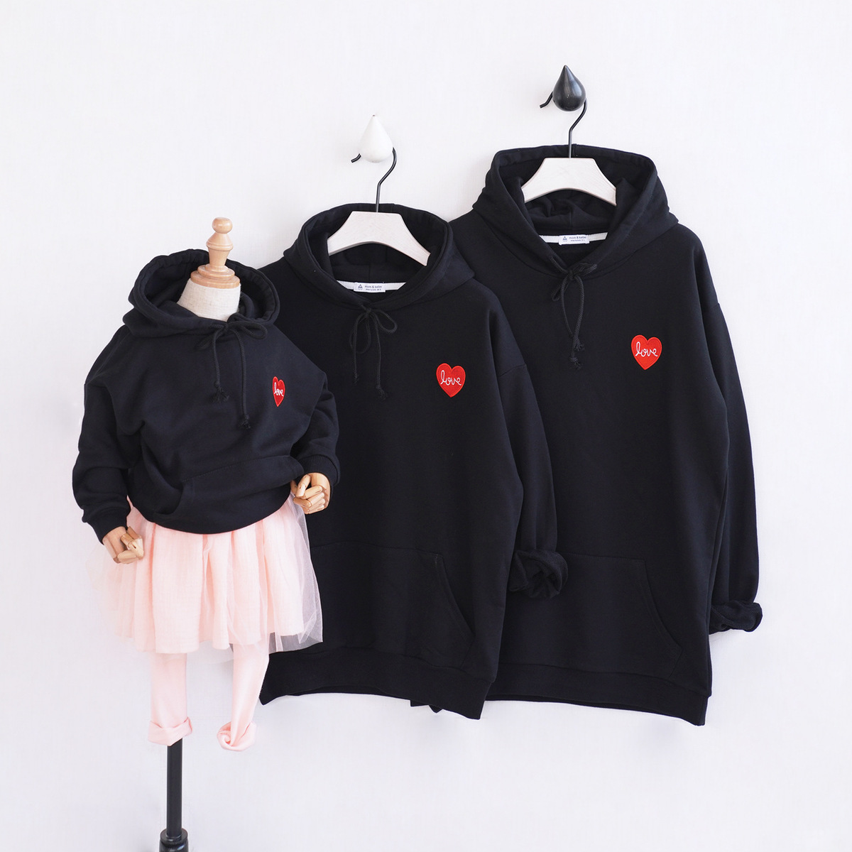 2018 Spring Autumn New Children's Clothing Korean Version Of The Family Fitted Embroidered Love Hooded Family Matching Clothes цена