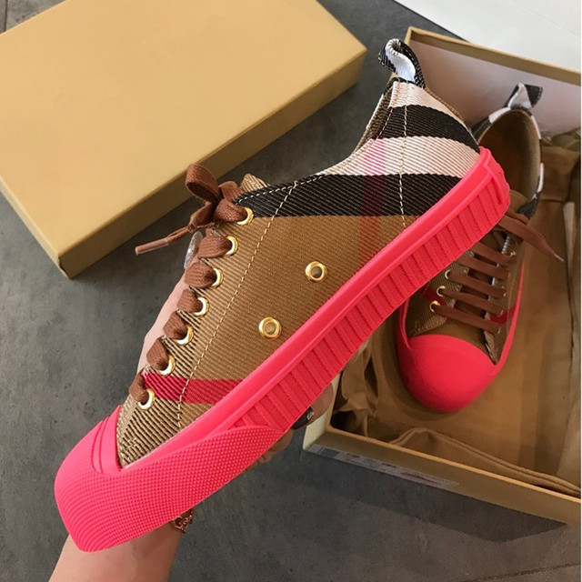 2019 New Skateboarding  Ladies sneakers shoes Genuine Wild  Pantshoes Round Toe Bling High quality fabric  Pantshoes White