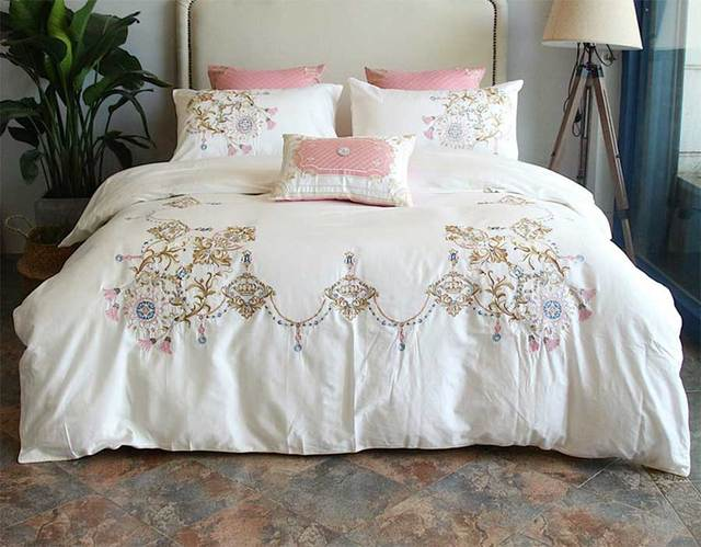 Teen fashion bedding