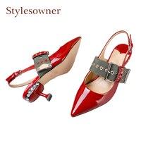 Stylesownerบิ๊กหัวเข็มขัดr hinestonesผู้หญิงปั๊มแหลมนิ้วเท้าลูกแมวส้นslingbackรองเท้าชุดแต่งงานคริสตัลรองเ...