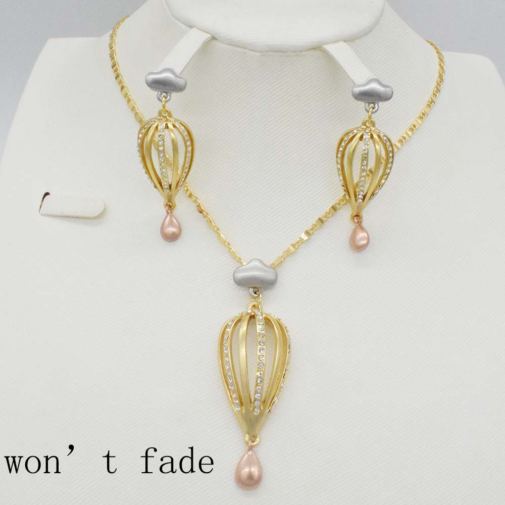 2018 NEW unique  gold necklace collocation fashion circular pendant earrings jewelry for women in Dubai Will not fade SET2018 NEW unique  gold necklace collocation fashion circular pendant earrings jewelry for women in Dubai Will not fade SET