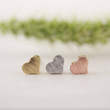 Oly2u 2018 New Fashion Tiny Cute Little Heart Earrings for Women Girls Gifts Simple Elegant LOVE Party Earings BrincosED017