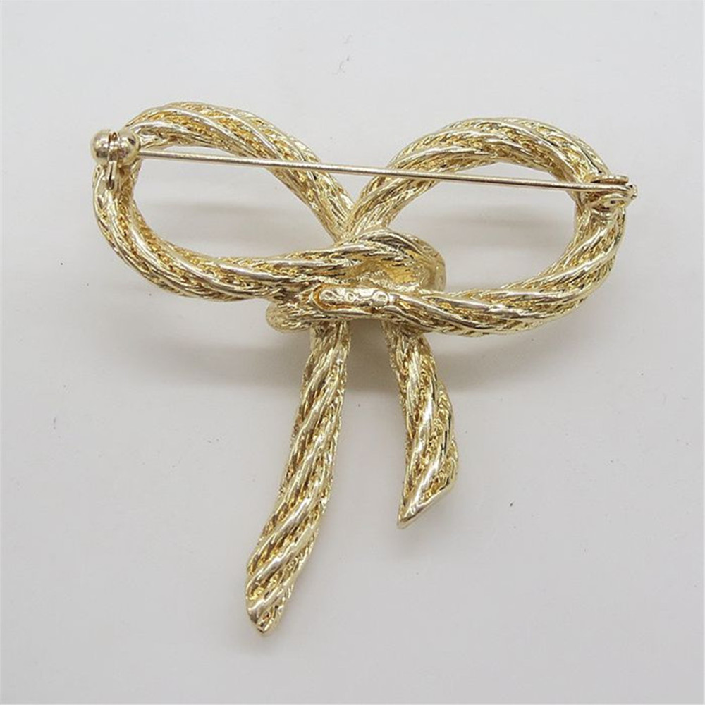 New fashion plated gold hollow butterfly alloy girl Brooch Corsage 2017 jewelry factory direct sale