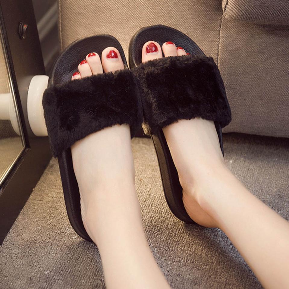 все цены на Womens Shoes Solid Fluffy Faux Fur Flat Slipper Indoor Outside Women Ladies Slip On Sliders Flip Flop Shoes 2018