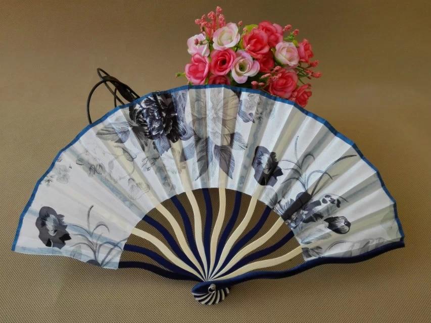 משלוח חינם 100pcs / lot עיצוב פרח משי בד אוהד סיני בסגנון במבוק אוהד יד כמו מזכרות מתנה לחתונה טובה