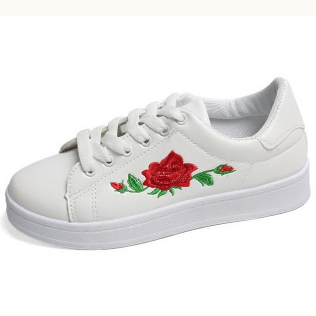 aba2c0140f22 2017 New Fashion Superstar Shoes Embroidered Rose Flowers Casual Shoes  Creepers Comfortable Round Head Flat Shoes Women Loafers
