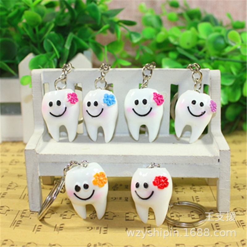 5pcs/lot Simulation Cartoon Teeth Keychain Dentist Decoration Key Chains Resin Tooth Model Shape Key Rings Dental Clinic Gift