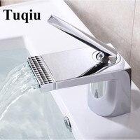 Новые поступления белый и золотой Ванная комната кран горячей и холодной кран раковины водопад кран одной ручкой воды коснитесь