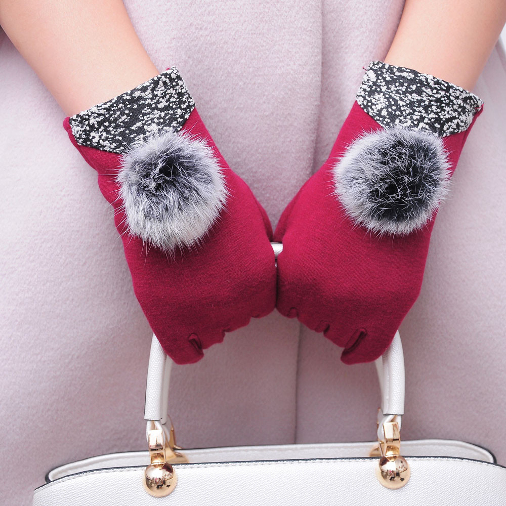 2017 New Hot Girls Fashion Winter Warm Outdoor Gloves Hairball Decorate Touch Screen Wrist Gloves Mitten Women Luvas 4 Colors