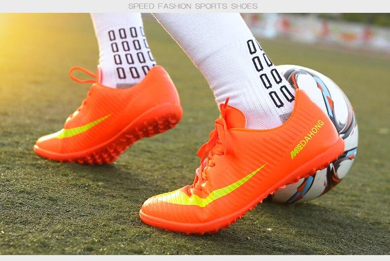 e028ada439208 Usted tiene que asegurarse de que antes de sobornar un ZHENZU botas de futbol  profesional hombres niños Turf Soccer Shoes Original Superfly Futsal botas  De ...