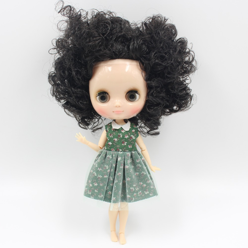 Middie Blythe Doll with Black Hair, Tilting-Head & Jointed Body 1