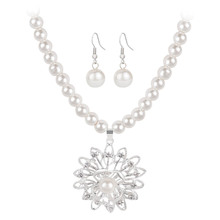 Luxury Simulated Pearls Necklace Earrings Set Crystal Flower Pendant Necklace Women Wedding Party Jewellery Brand New Accessorie